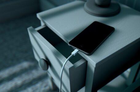Caricare il telefono di notte è un errore? Può danneggiare la batteria?